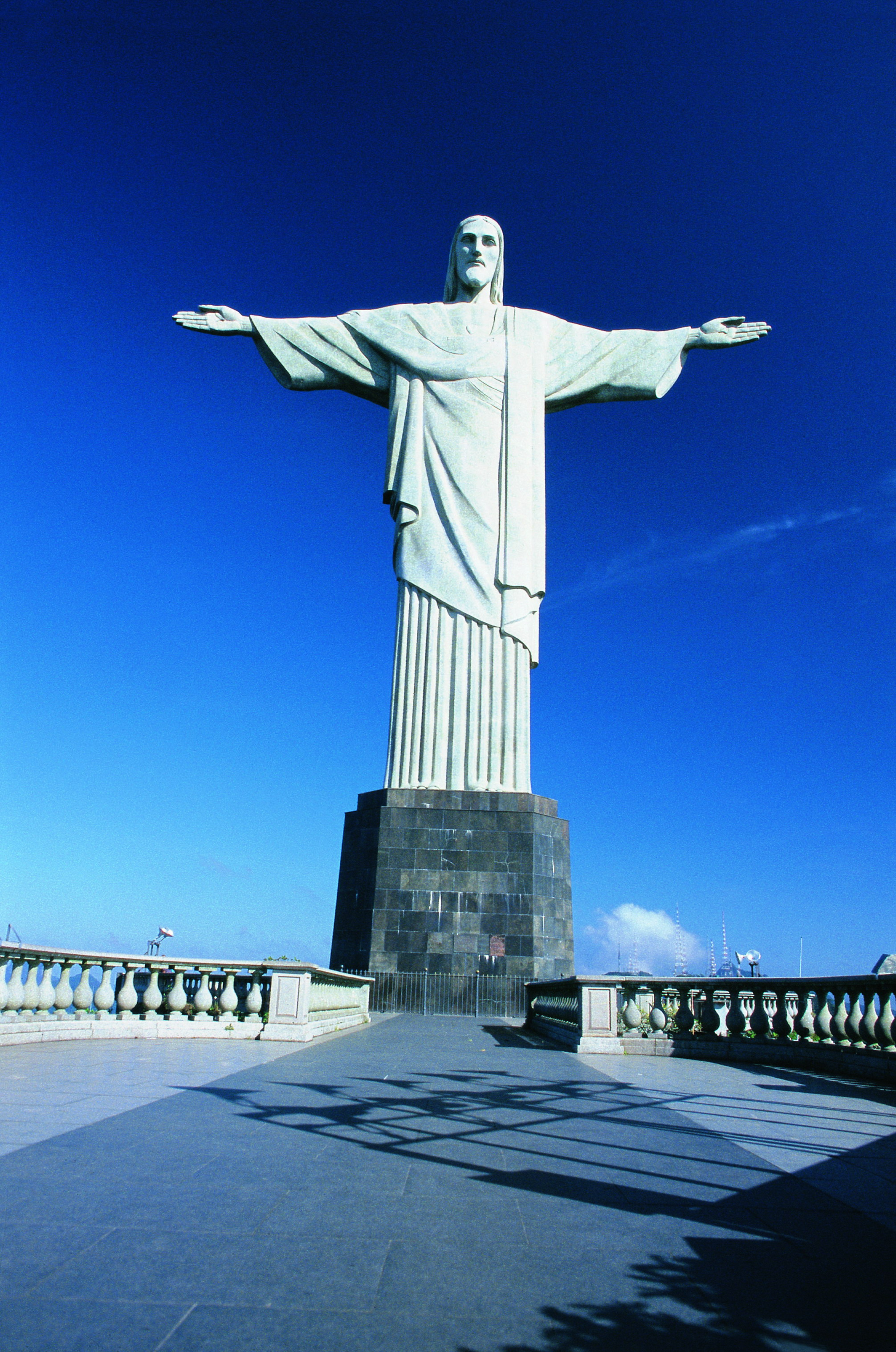how tall is cristo redentor