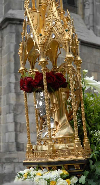 Descida das relíquias e procissão de Santa Waldetrudis