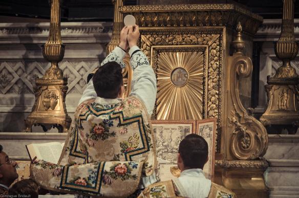 Santa Missa e a religião
