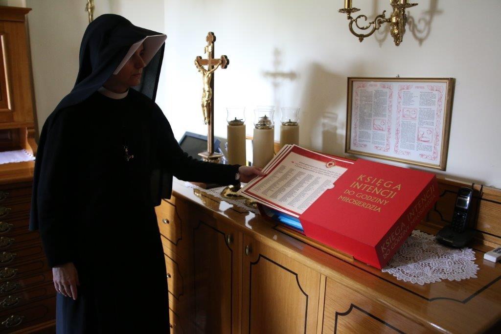 Nomes no livro de intenções das Orações na Hora da Divina Misericórdia