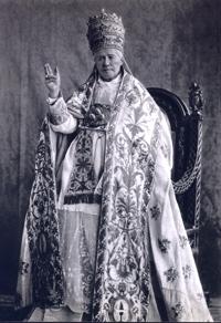 São Pio X com tiara
