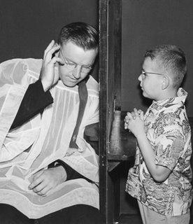 Sacerdote assistindo à Confissão